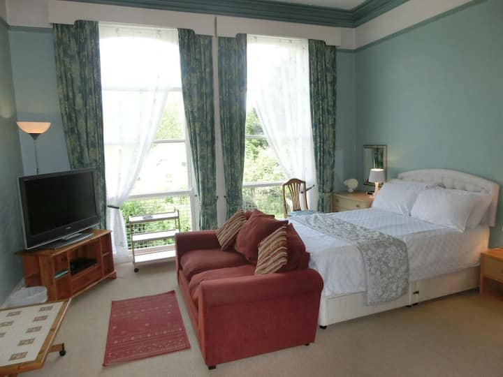 Large self-contained Studio flat in Torquay