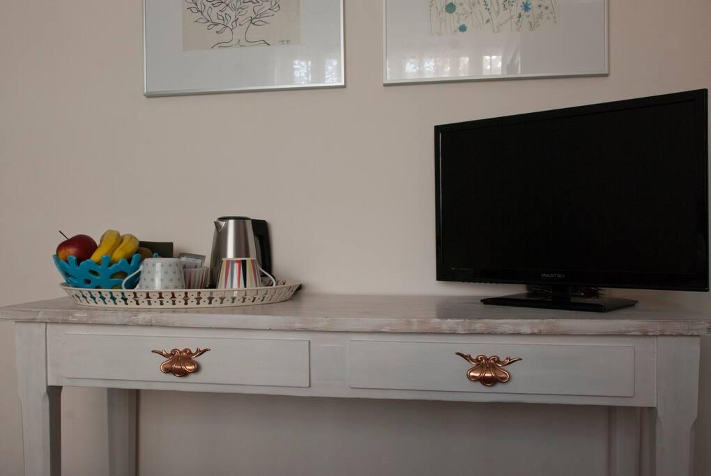 Tv, angolo tè e caffè - Tv, tea and coffee corner