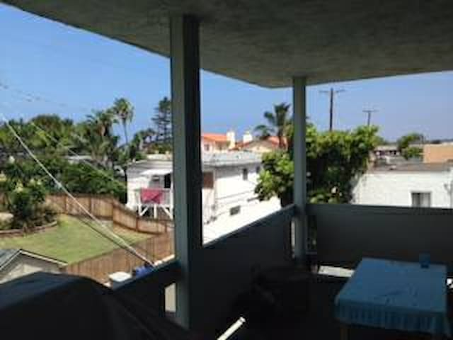 Huge room with private balcony  - Encinitas - Apartment