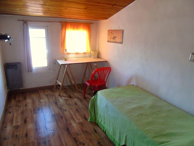 Habitación privada individual en casa de familia