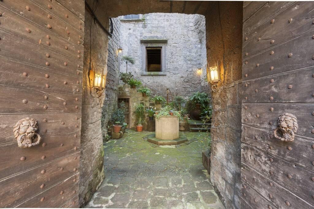 Il chiostro (common area)