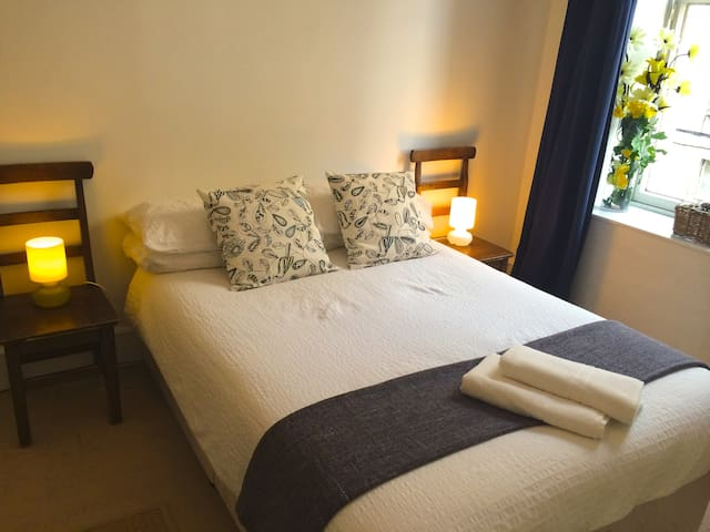 Very Central Quirky Spacious Room5j