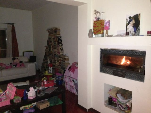 During the evening we lit up the fire place. The smell of wood reminds me of my grandparents' house.