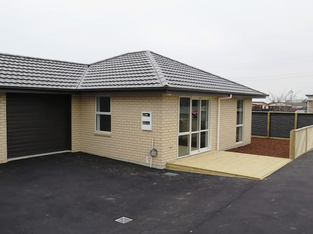 Brand New Fully Furnished Townhouse, close to town - Timaru