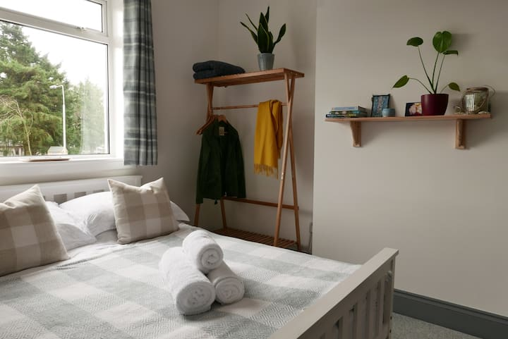 Lovely double room, or twin (double + single bed).