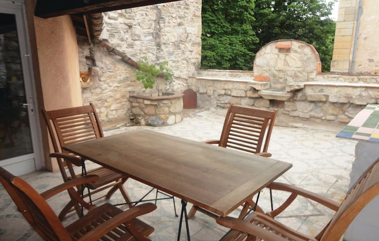 Terraced house with 2 bedrooms on 95 m² in Bedarieux