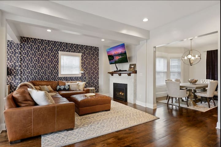 Comfy, modern luxury near all stadiums & DT Mpls