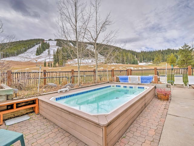 Copper Mountain Ski-In/Ski-Out Condo w/ Amenities!