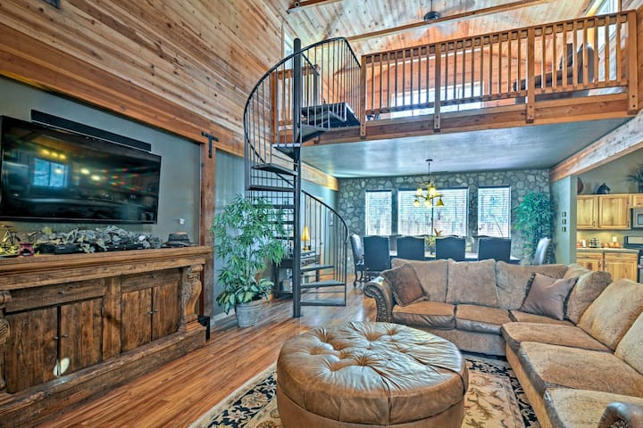 Flagstaff Cabin w/Fireplace & Fire Pit on 5 Acres!
