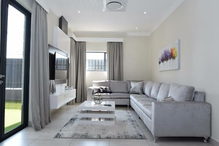Elridge Living A1  3bed Apartment 10min to airport