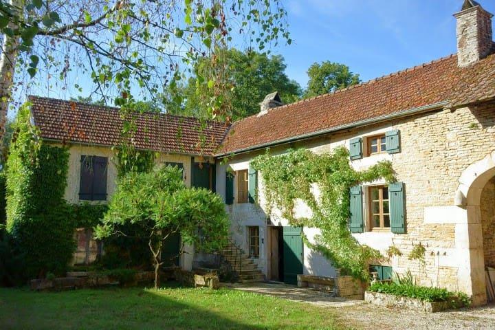 Belle et confortable Maison de Charme en Bourgogne - Magny-Lambert - House