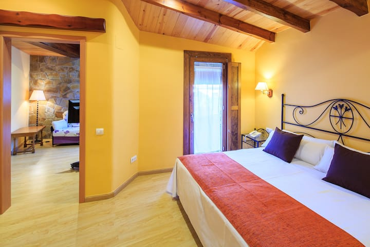 Hotel Ripoll***, Junior suite (max 4 pax)