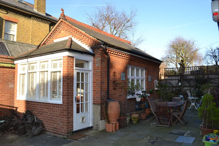 Pretty Self Contained Coach House - Wandsworth - Leilighet