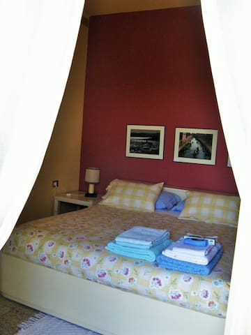 Private Room and bathrom view Lake Pusiano - Erba - Bed & Breakfast