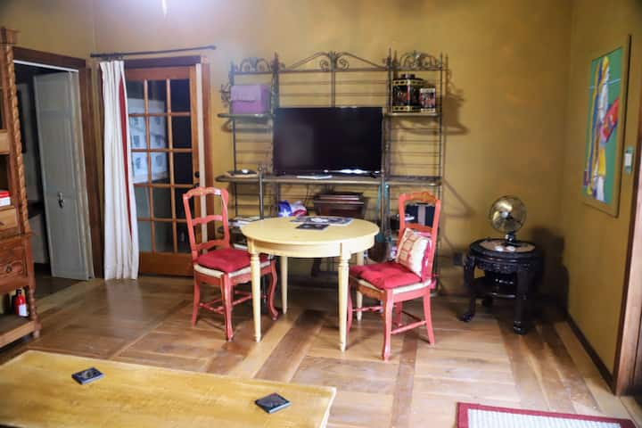Ranch Farmstay Ennis TX Bluebonnets Lg Queen Suite
