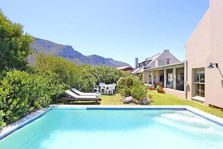 Beautiful Home with Pool - Betty's Bay