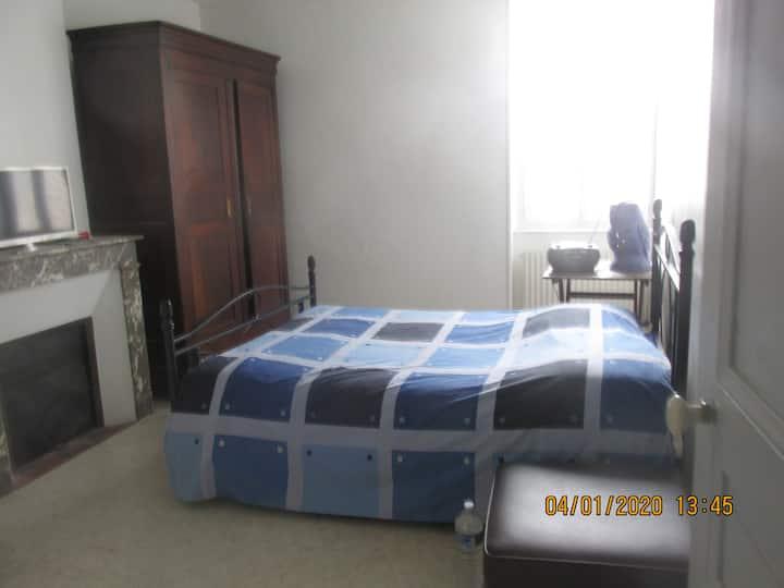 Chambre nr 1, un lit deux places, petit déjeuner