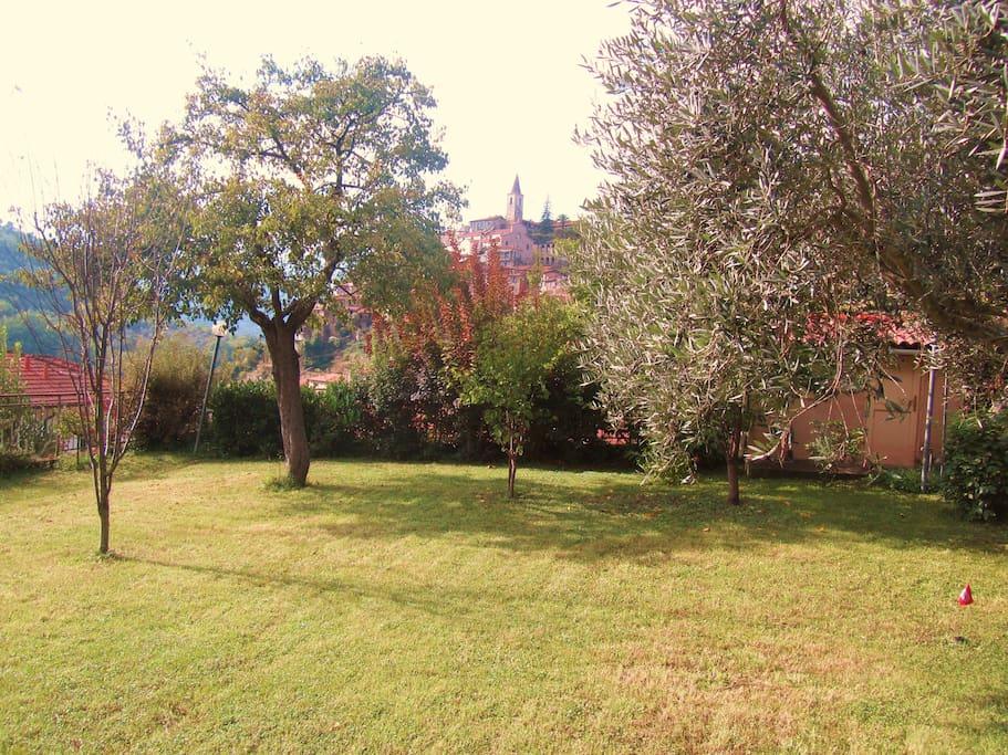 il giardino con vista su Apricale