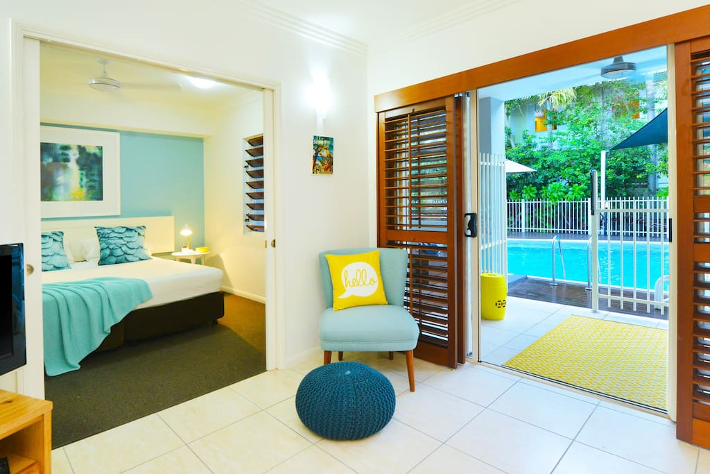 Relaxed open plan apartment with tropical decor & direct access to the pool