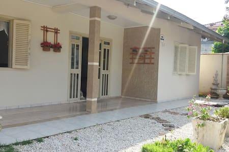 Casa no centro de Barra Velha - Barra Velha - House