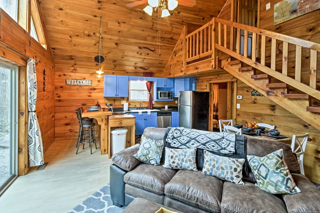 This vacation rental cabin can accommodate 5 in its recently remodeled interior.