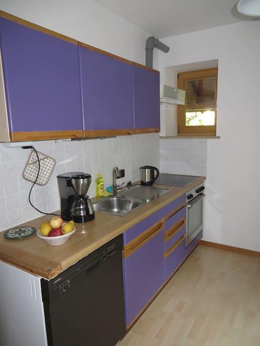 Raum 2: Wohnküche / Room 2: Kitchen