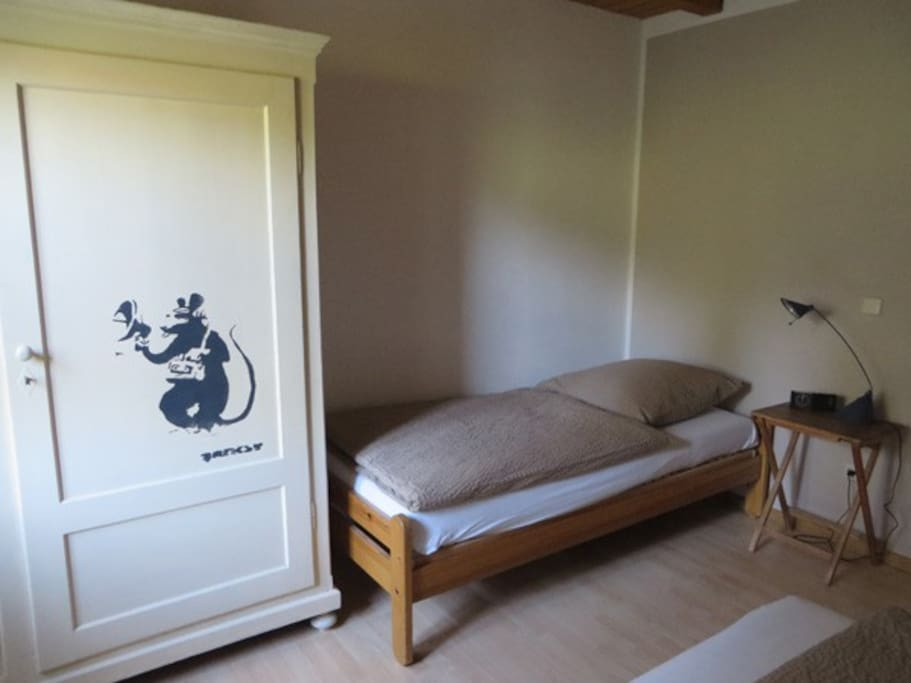 Schlafzimmer: Einzelbett / Sleeping room with single bed
