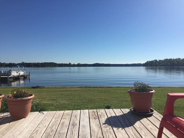 Awesome Lake Views ($1400 monthly for off-season)