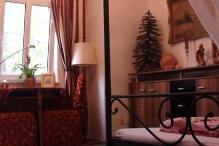 Romantisches Zimmer mit Doppelbett  - Jena