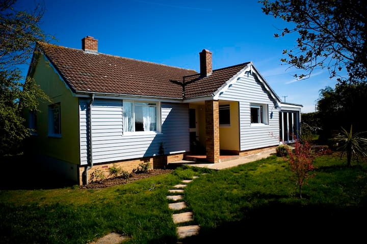1950's style Cornish coast Bungalow - Cornwall - Casa