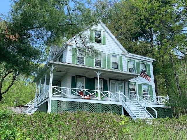 6 Bedroom lake home near Bethel concert site