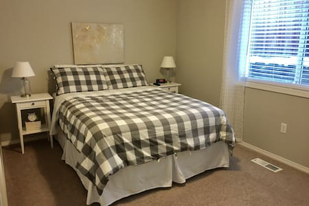 Suburban Dream Close to Portland | NEW QUEEN BED! - Vancouver