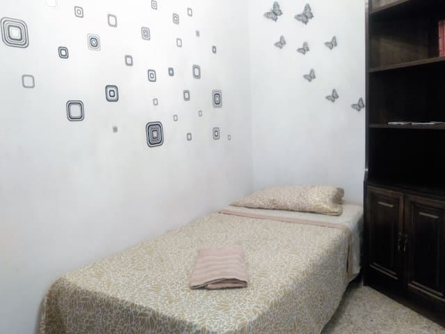 Cheap room with everything you need - Tarragona - Apartament