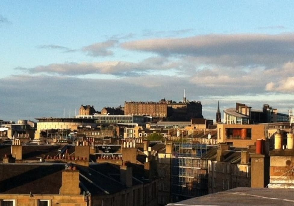 Vue of Edinburgh Castle from the roof terrace