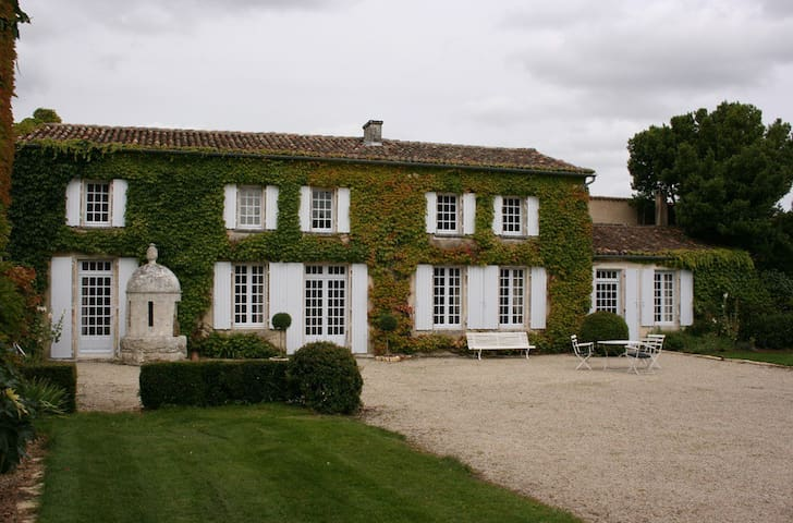 Historic 18th century property - Saint-Genis-d'Hiersac - Talo