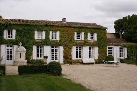 Historic 18th century property - Saint-Genis-d'Hiersac - Huis