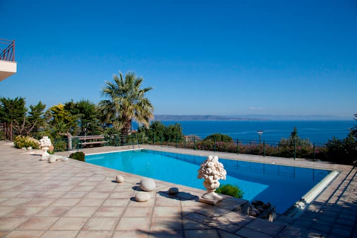 Villa Sounion with private pool and sea view
