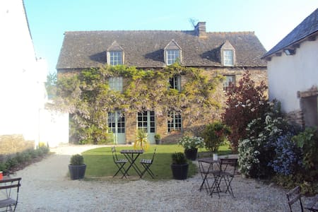 Top 20 holiday lettings plesder holiday rentals for Alexandre jardin le zebre