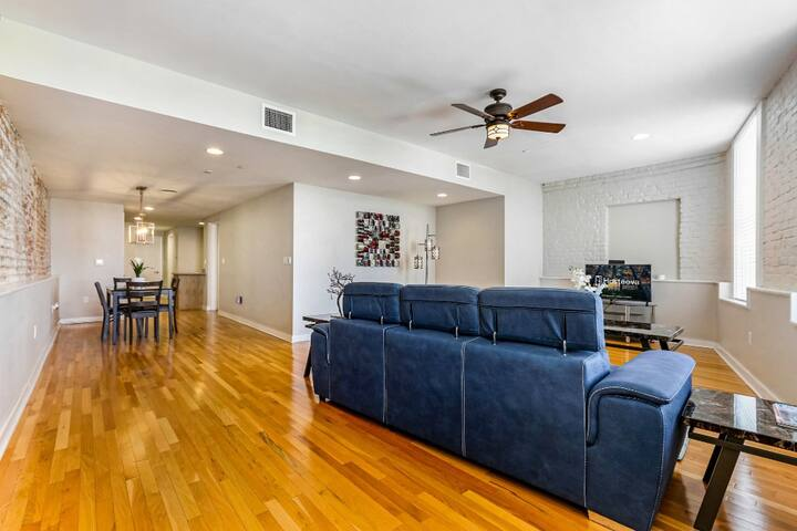 Modern Condo Near Hot Spots & FQ