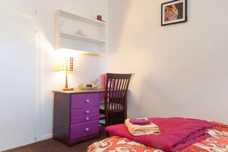 Private Sunny room near Stanford - Annat