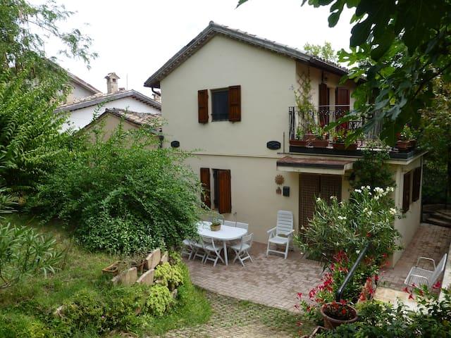 Casa di campagna nel borgo di città - San Severino Marche - Hus