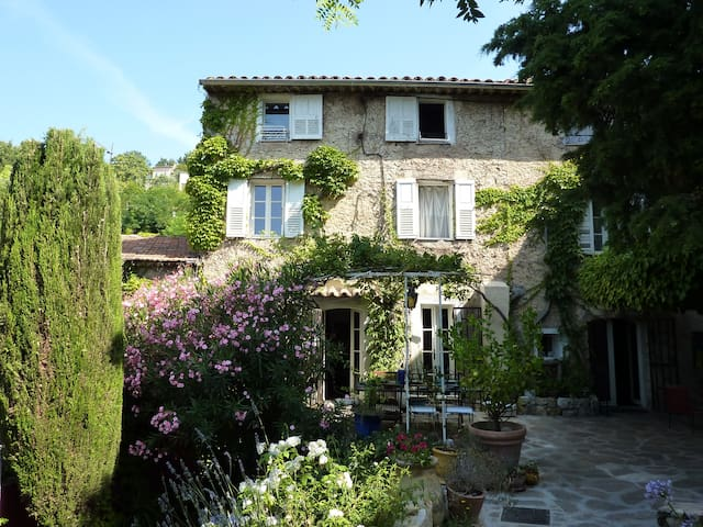 200 year old provencal cottage 8per - Grasse - Talo