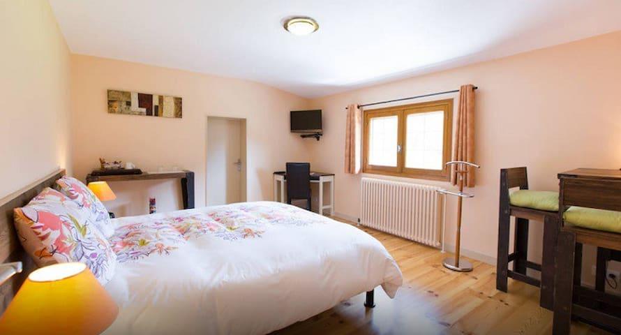 Charme et calme près Aix les Bains - Saint-Ours - Bed & Breakfast