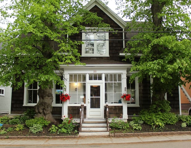 Spacious Downtown Century Home - Charlottetown - Casa