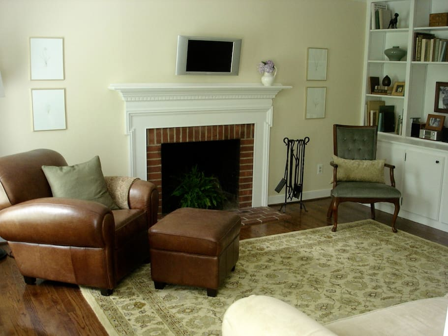 Family room with built in book shelves and cozy furnishings