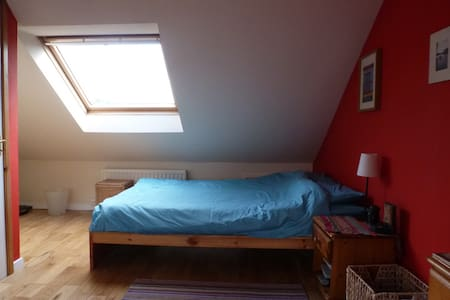 Sunny attic on Hadrian's Wall Walk - Wylam, Northumberland - Ev