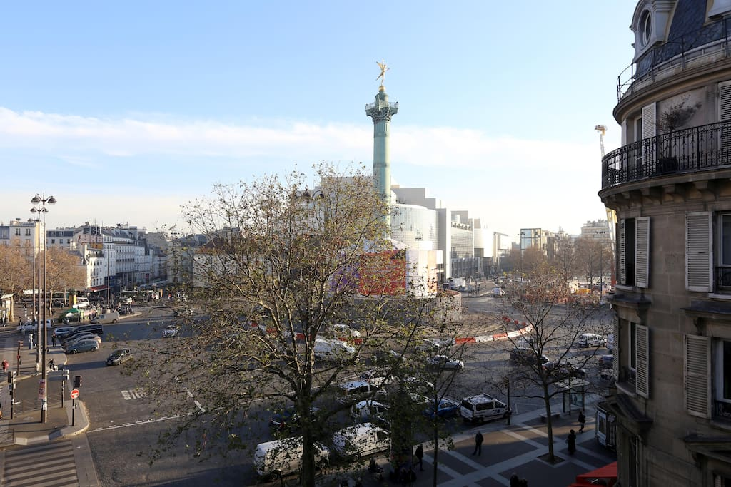 Stunning view on Place de la Bastille!