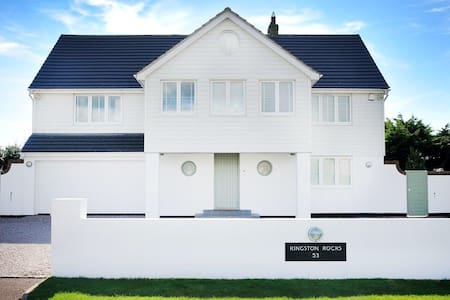The Rocks Beach House - East Preston