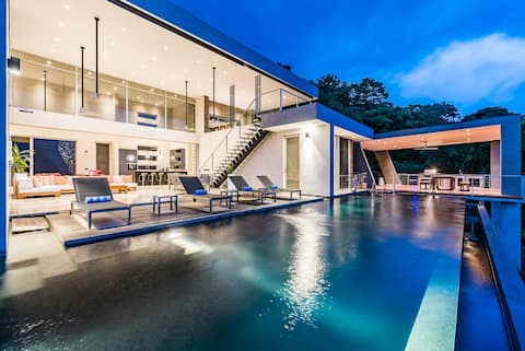 ONE OF A KIND VILLA W/ Outdoor living Area, Pool!