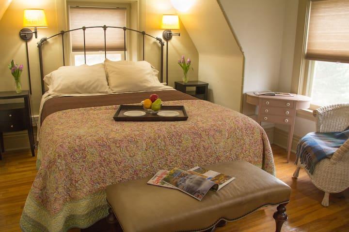 Attic Suite - Pinehurst Inn Bed & Breakfast